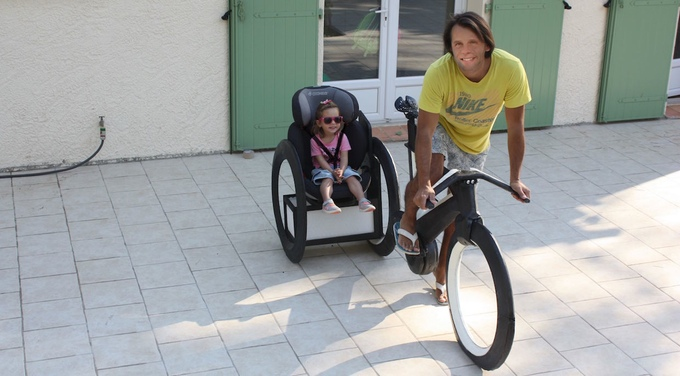 Fortunatly the prototype is stable enough that someone can sit on (Picture: kickstarter / © Cyclotron Cycles)